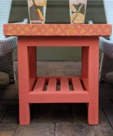 Free plans to build a Outdoor Side Table/Concrete Top.