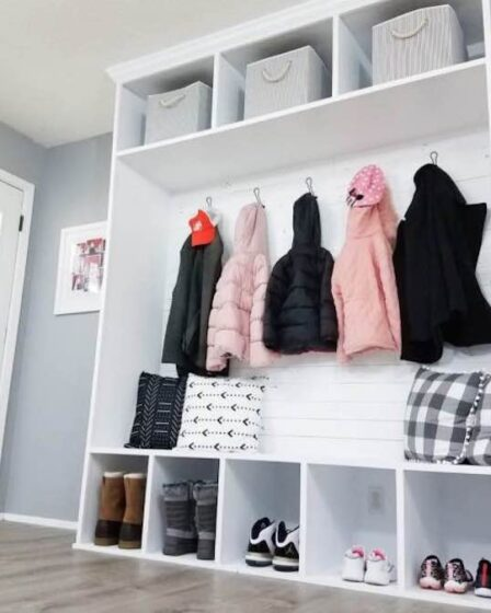 Build your own Entry Mudroom Bench Unit using free plans.