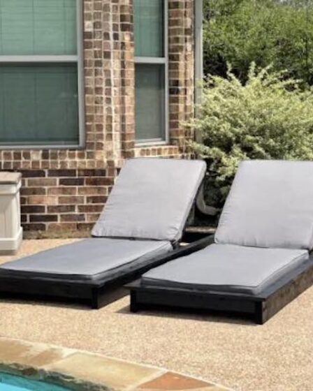 Free plans to build an Outdoor Lounge Chair.