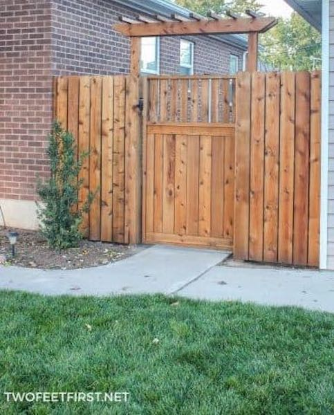 Build A Fence Pergola using free plans.