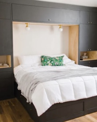 Free plans to build a set of Built In Bedroom Cabinets.