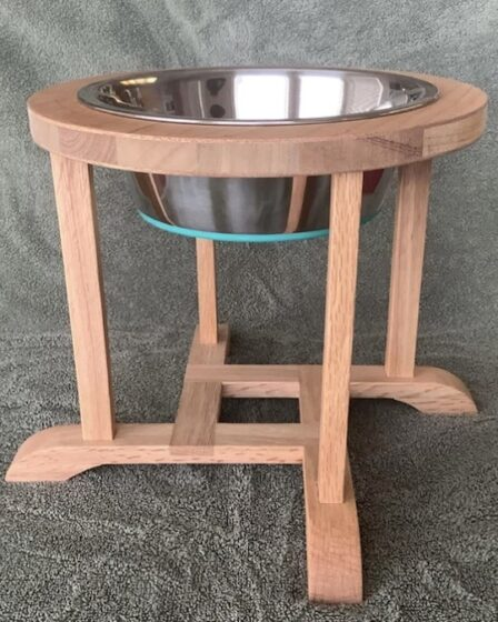 Free plans to build a Dog Bowl Stand.