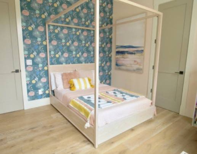 Free plans to build a Full Size Canopy Bed.