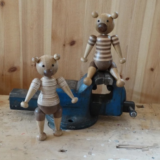 Free plans for you to turn wooden bears on the lathe.