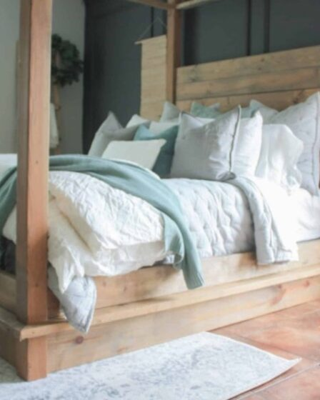 Free plans to build a Four Poster Queen Size Bed.