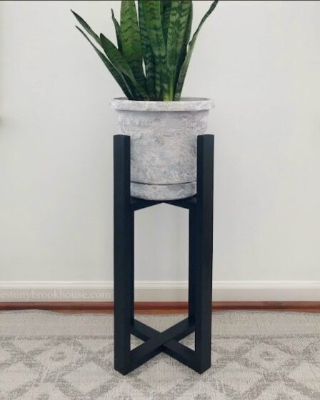 Build this Easy DIY Plant Stand using free plans.