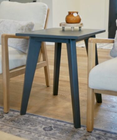 Free plans to build a Tapered Leg Side Table.